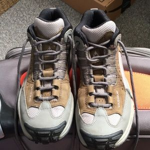 Vasque low hiking shoes, size 9